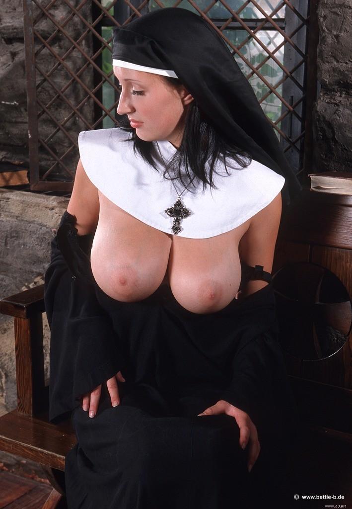 сисястая монашка фото