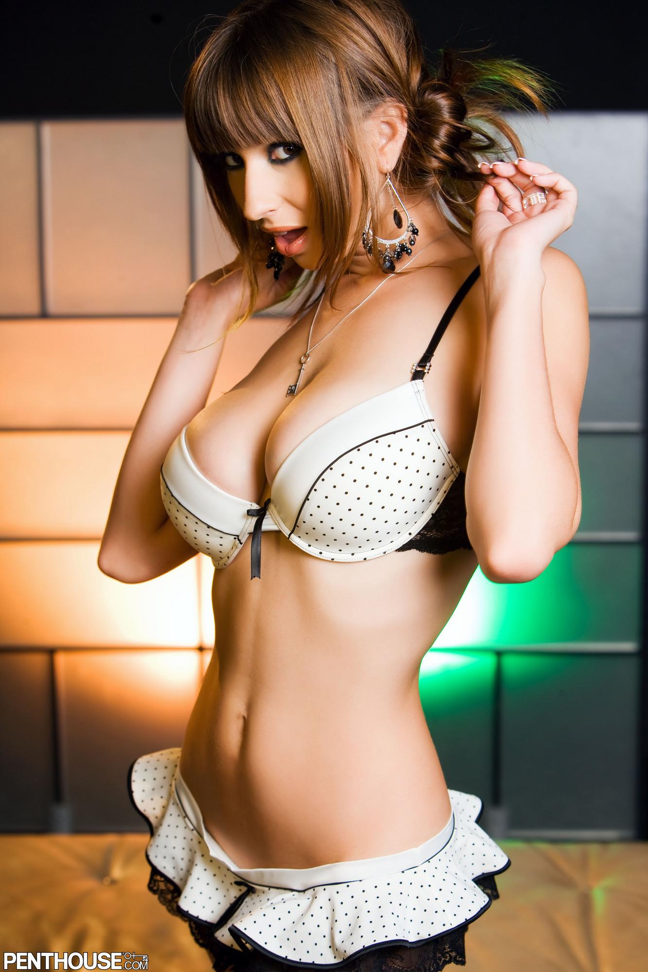 Фото сексуальных тёлок в нижнем белье 17 фотография