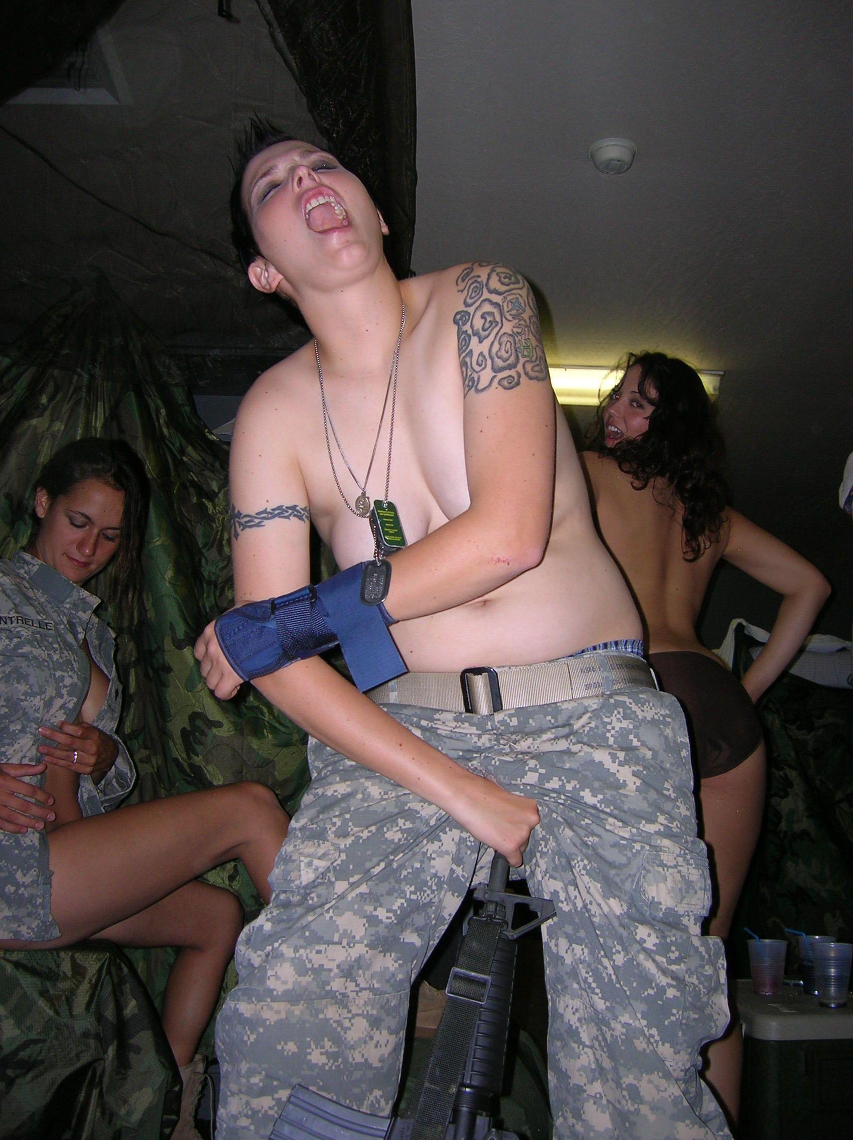 порно девушки солдатки
